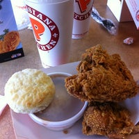 Photo taken at Popeyes Louisiana Kitchen by Fredy V. on 5/1/2012