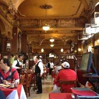 Foto tomada en La Opera por Oscar S. el 3/25/2012