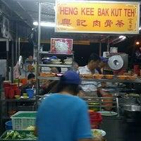 Photo taken at Heng Kee Bak Kut Teh 兴记肉骨茶 by Delren D. on 11/13/2011