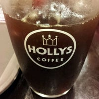 Photo taken at HOLLYS COFFEE by 우성 정. on 1/22/2012