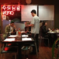 Photo taken at Pho Saigon Noodle & Grill by Elain on 11/6/2011
