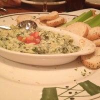 Photo taken at Olive Garden by Kayo V. on 2/20/2012