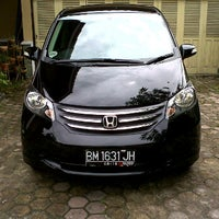 Photo taken at Honda Arista Sudirman by Prayudi A. on 11/17/2011