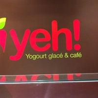 Photo taken at Yeh! Yogourt Glacé et Café by Simon T. on 5/30/2012