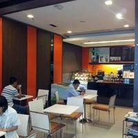 Photo taken at Café DoiTung by ⓣÜ t. on 5/21/2012