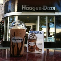 Photo taken at Haagen-Dazs Shop by Leandro D. on 12/5/2011