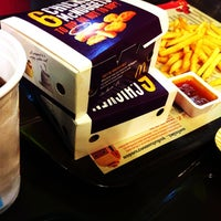 Photo taken at McDonald's & McCafé by Sirichet P. on 8/30/2012