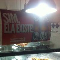 Photo taken at Vitrine da Pizza - Pizza em Pedaços by Rafael M. on 8/22/2012