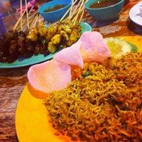 Photo taken at Mak Tim - Sajian Asli Warisan Johor by nurul aisyah r. on 2/3/2012