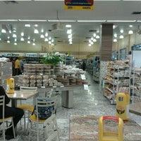 Foto tirada no(a) Cometa Supermercados por Zilmara S. em 10/3/2011