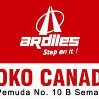 Photo taken at Toko Sepatu & Sandal CANADA by Dita L. on 1/13/2012