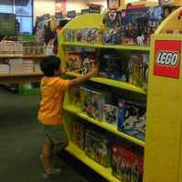 Photo taken at Barnes & Noble by Veronica H. on 8/5/2012