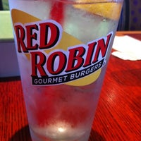 Photo taken at Red Robin Gourmet Burgers by Mista R. on 8/30/2012