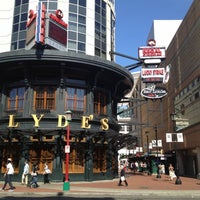 Photo taken at Bar Louie by Fabian O. on 5/19/2012