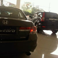 Photo taken at Honda Permata Hijau Automegah by marrylyns l. on 1/7/2012
