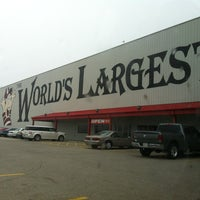 Photo taken at World's Largest Gift Shop by Bus 52 on 4/5/2012
