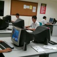 Photo taken at Sekolah Menengah Keat Hwa by Stewern L. on 9/22/2011