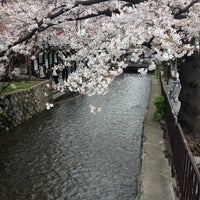 Photo taken at 四条大橋 by Kazuya N. on 4/6/2012