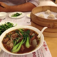 Photo taken at 鼎泰丰 Din Tai Fung by Steven Y. on 8/7/2012