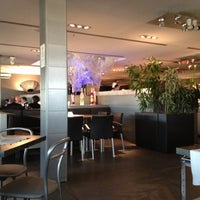 Photo taken at Globe Restaurant & Lounge Bar by Alex M. on 5/23/2012