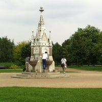 Photo taken at Regent's Park by Ilnur M. on 7/27/2012