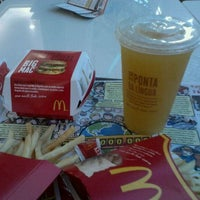 Photo taken at McDonald's by Fabiano G. on 12/16/2011