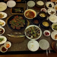 Photo taken at 正一品(이천쌀밥) by Kyunghee L. on 10/20/2011