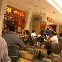 Photo taken at Giraffas by Weslley S. on 9/20/2011