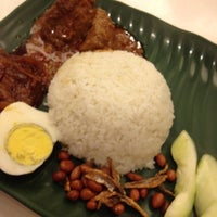 Photo taken at 6 to 10 Grill & Nasi Lemak by Anelin C. on 7/29/2012