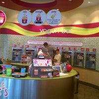 Photo taken at Menchie's Frozen Yogurt by Darren N. on 8/27/2011