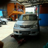 Photo taken at Suranta Jaya Car Wash by Chairul B. on 11/26/2011