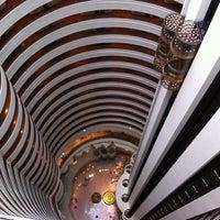 Photo taken at Holiday Inn Singapore Atrium by Melvin C. on 12/1/2011