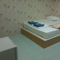 Photo taken at Baan Lom Talay Resort by Poonyawee S. on 1/2/2012
