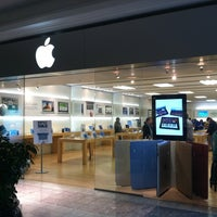 Photo taken at Apple The Fashion Mall at Keystone by Andy D. on 9/29/2011