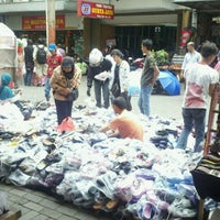 Photo taken at Pasar Baru (Passer Baroe) by Rafael E. on 1/15/2011