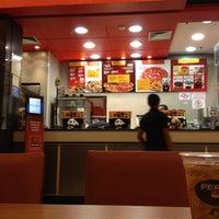 Photo taken at Pizza Hut by Rodrigo N. on 5/4/2012