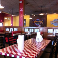 Photo taken at Fuddruckers by Radean D. on 8/29/2012