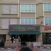 Photo taken at Restoran Nasi Ulam by Azlan A. on 4/1/2012