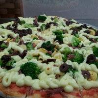 Photo taken at Vitrine da Pizza - Pizza em Pedaços by Fabricio O. on 5/11/2012