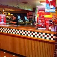 Photo taken at Pizza Hut by Jeremy R. on 12/22/2010