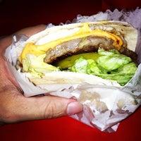 Photo taken at Esquilo Sanduiches BurgerMaxx by Bruno C. on 8/11/2012