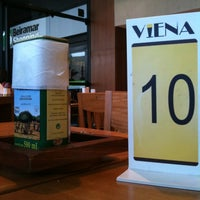 Photo taken at Viena Gourmet by Andre R. on 10/28/2011