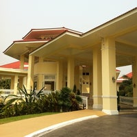 Photo taken at Dheva Mantra Resort & Spa (เทวมันตร์ทรา) by ลูก ก. on 3/31/2012