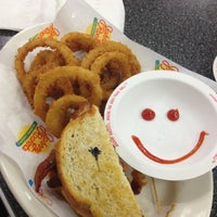 Photo taken at Johnny Rockets by zulie💭 on 4/14/2012