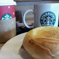 Photo taken at Starbucks Coffee by 조벤 서. on 12/5/2011