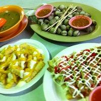 Photo taken at Ayer Rajah (West Coast Drive) Market & Food Centre by mesyamazu on 4/20/2011