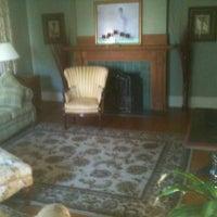 Photo prise au Inn at 835 Historic Bed & Breakfast par Terry M. le10/16/2011