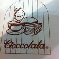 Photo taken at Cafeteria Cioccolatta by liss p. on 11/2/2011