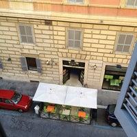 Foto scattata a Hotel Des Artistes da Qiqo S. il 4/26/2012