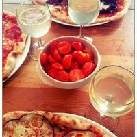 Photo taken at Pizza Hatt by Jonas R. on 3/28/2012